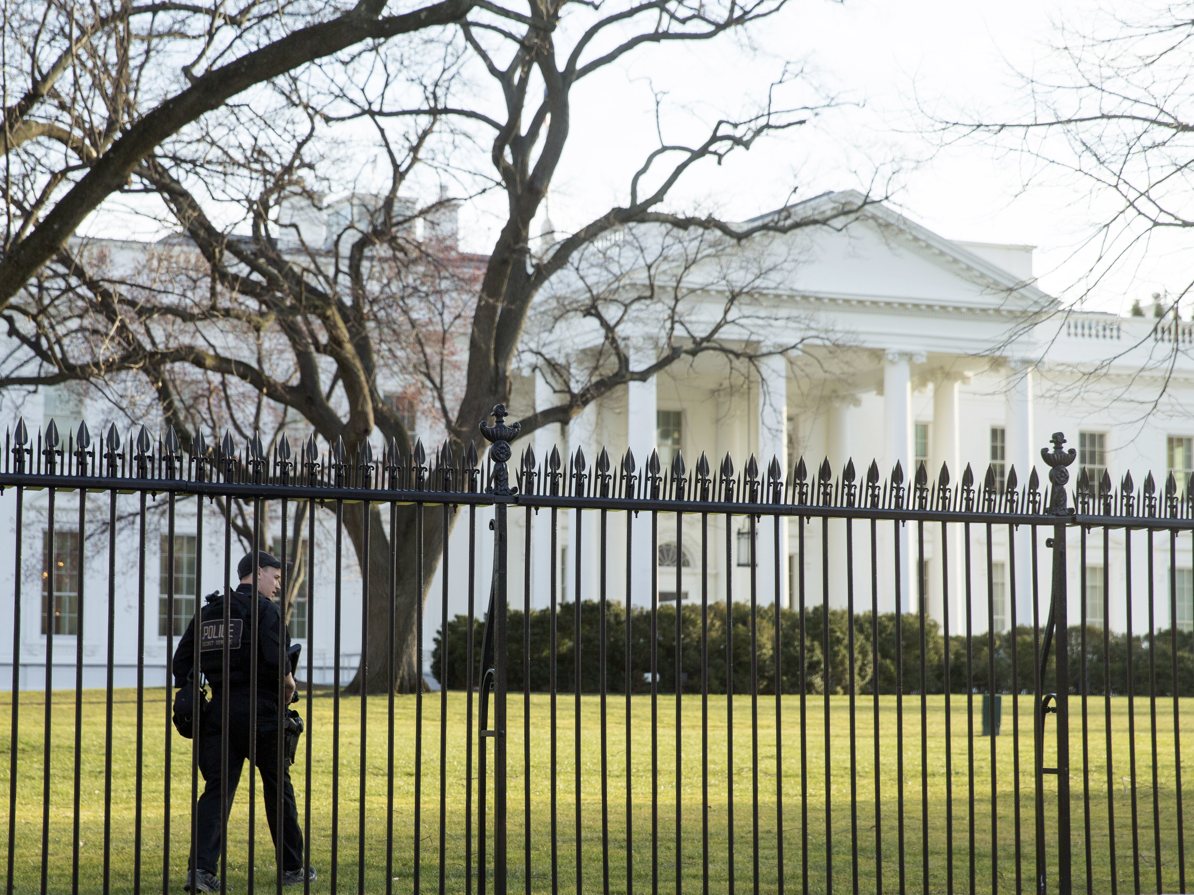 A member of the Secret Service walks the perimeter of the North Lawn of the White House in Washington, Monday, March 7, 2016.