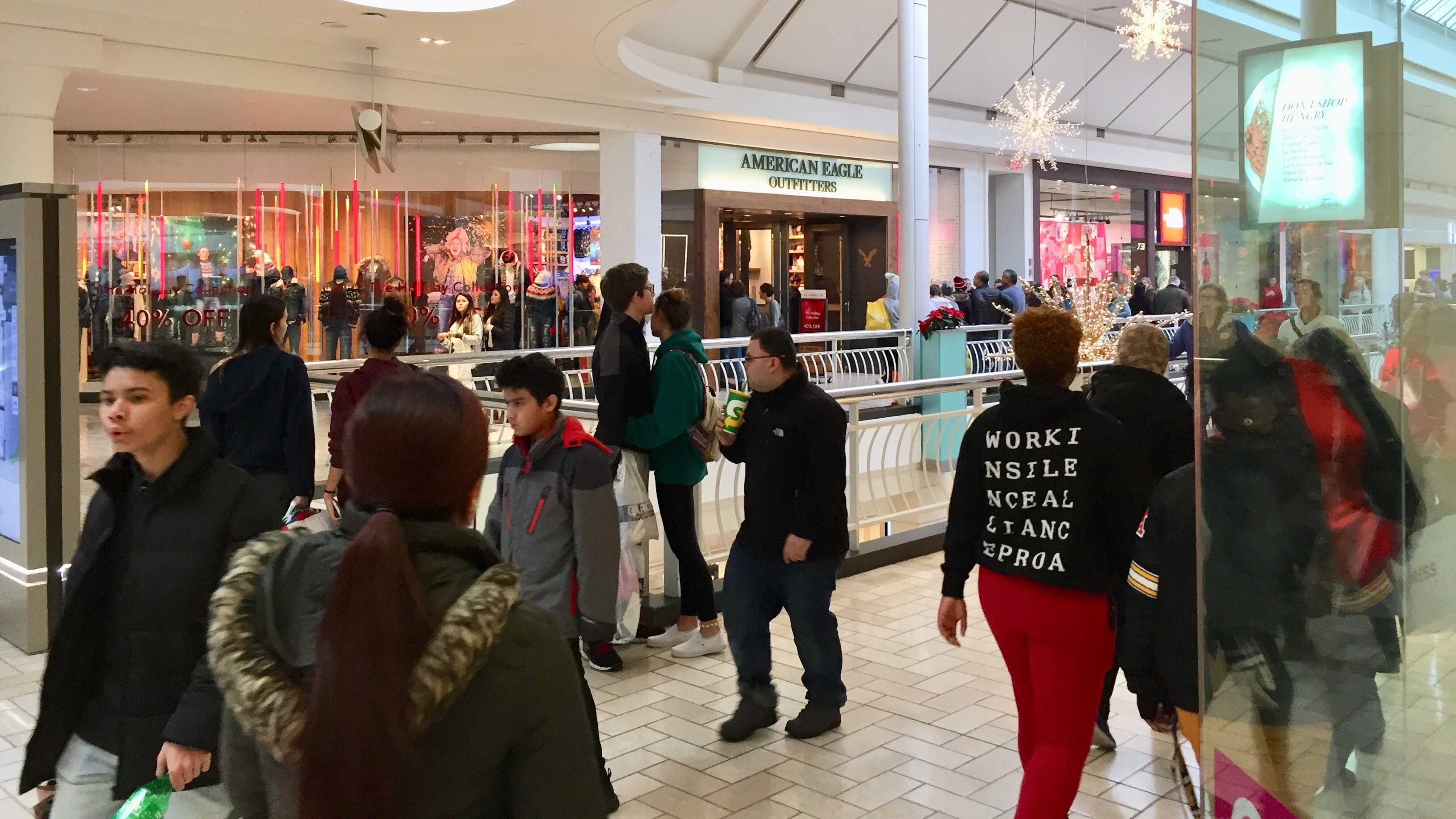 Black Friday Online Retail Makes Inroads But Shoppers Still Pack The Malls Colorado Public Radio