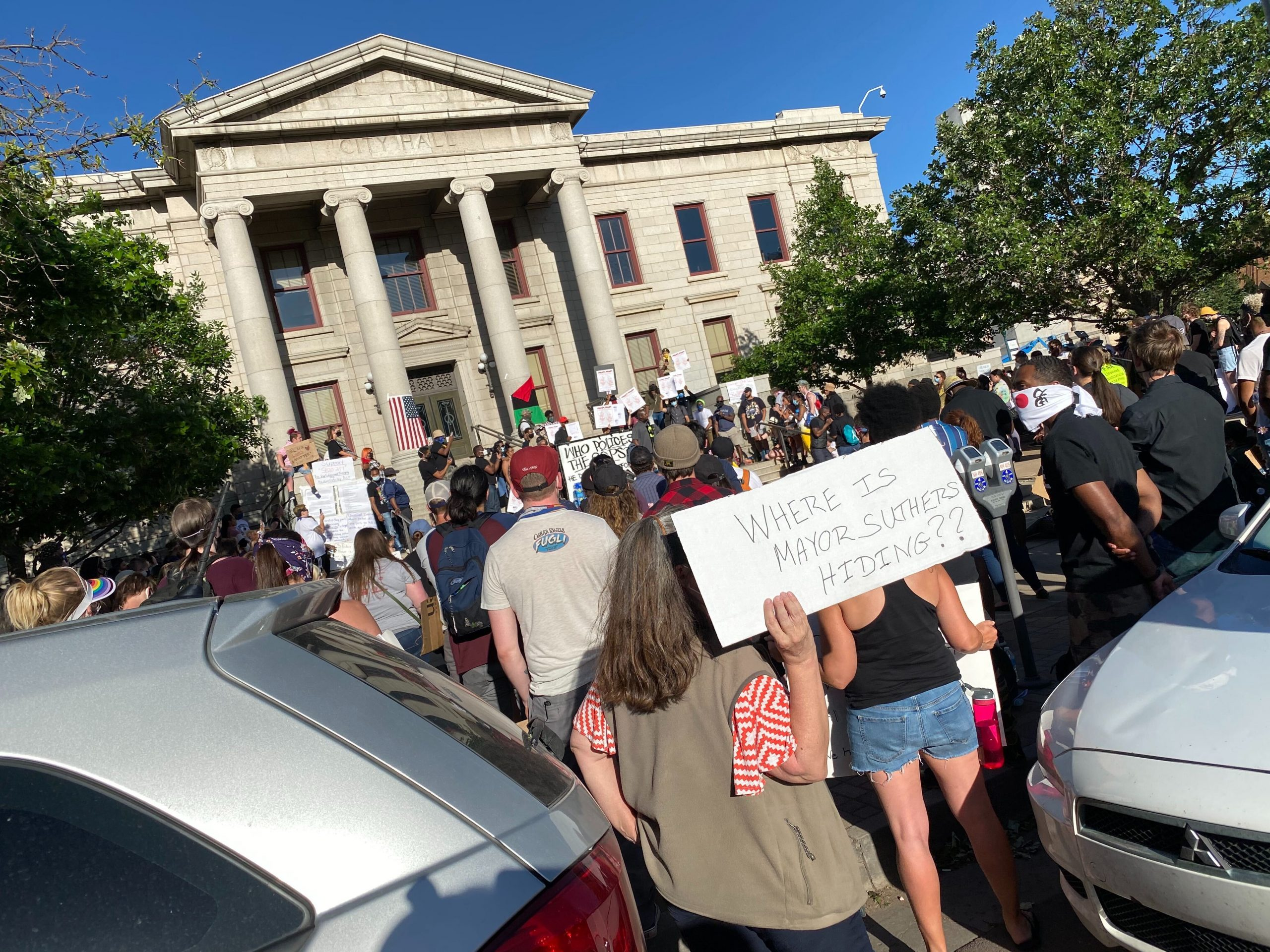 Protesters on Sunday, June 7 continue gathering at City Hall to denounce police brutality.