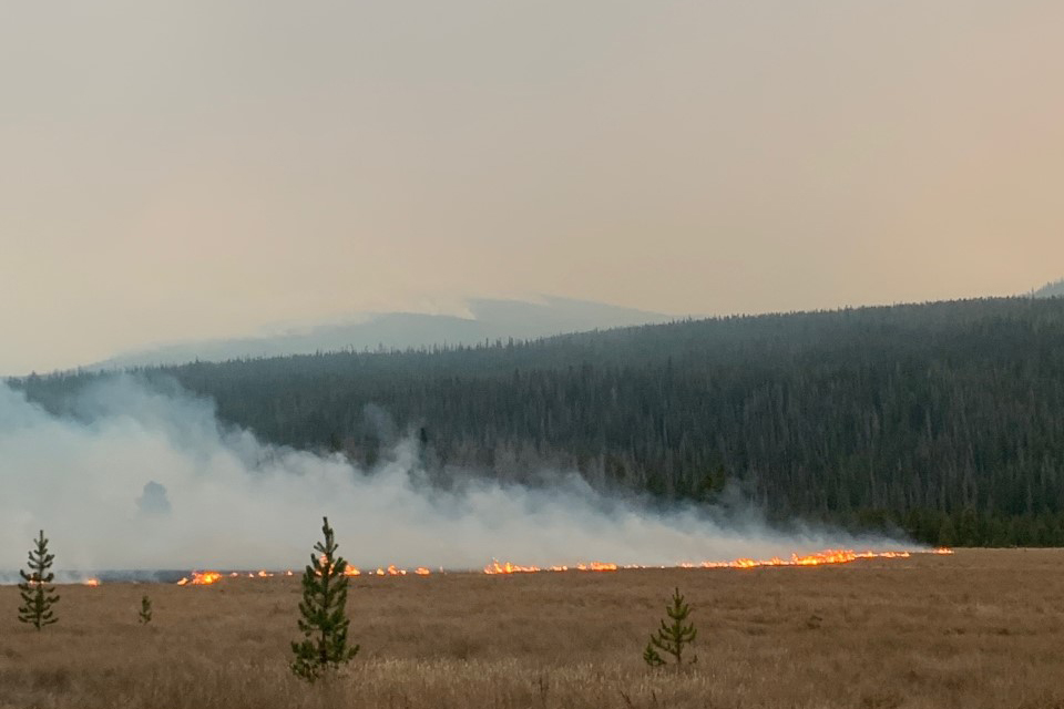 The East Troublesome fire burns in Rocky Mountain National Park by Kawuneechee Valley near Coyote Valley trailhead.