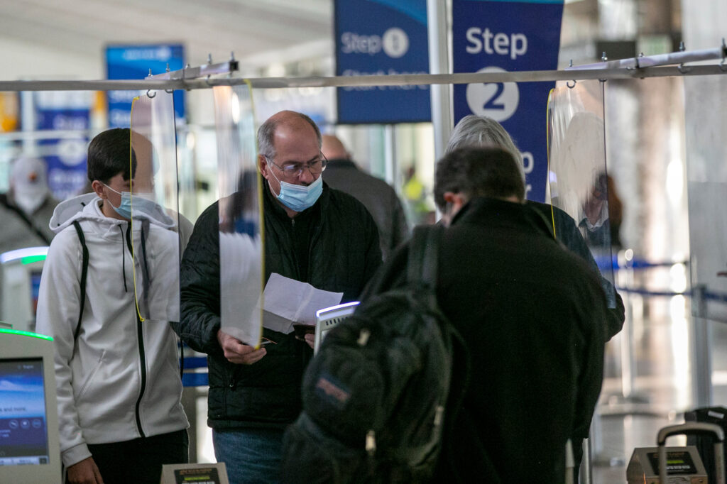 DIA-AIRPORT-FACE-MASK-PPE-SOCIAL-DISTANCE-201110