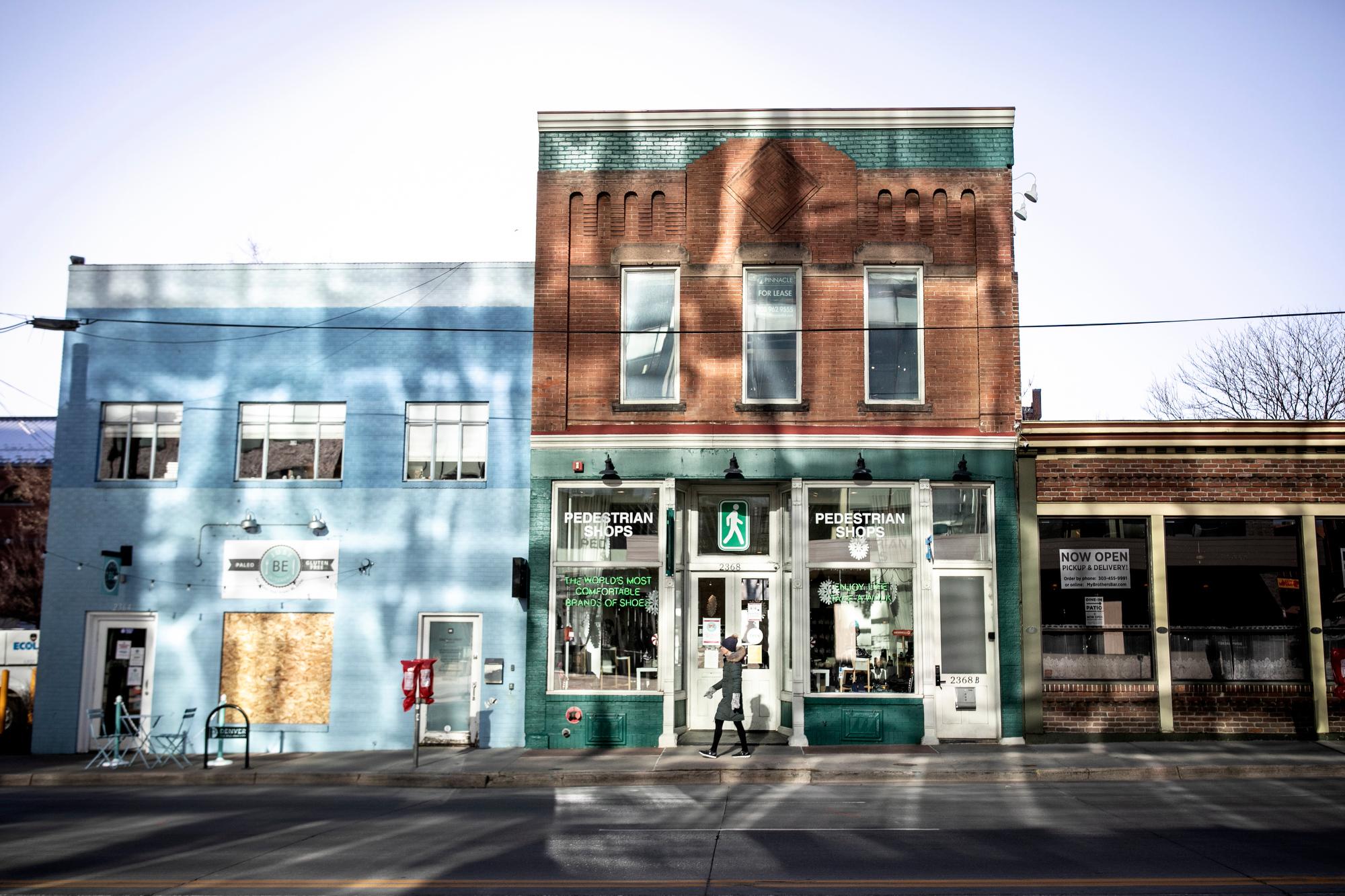 DENVER-SHOPPING-201203