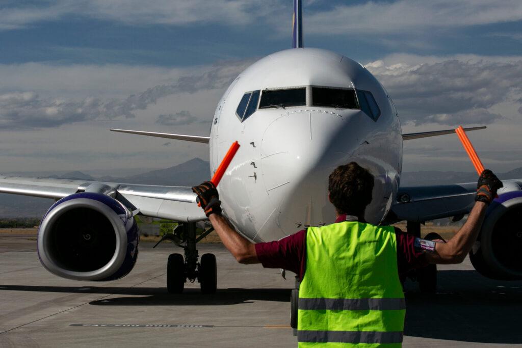 211006-NOCO-AIRPORT-COMMERCIAL-FLIGHT-AVELO-001
